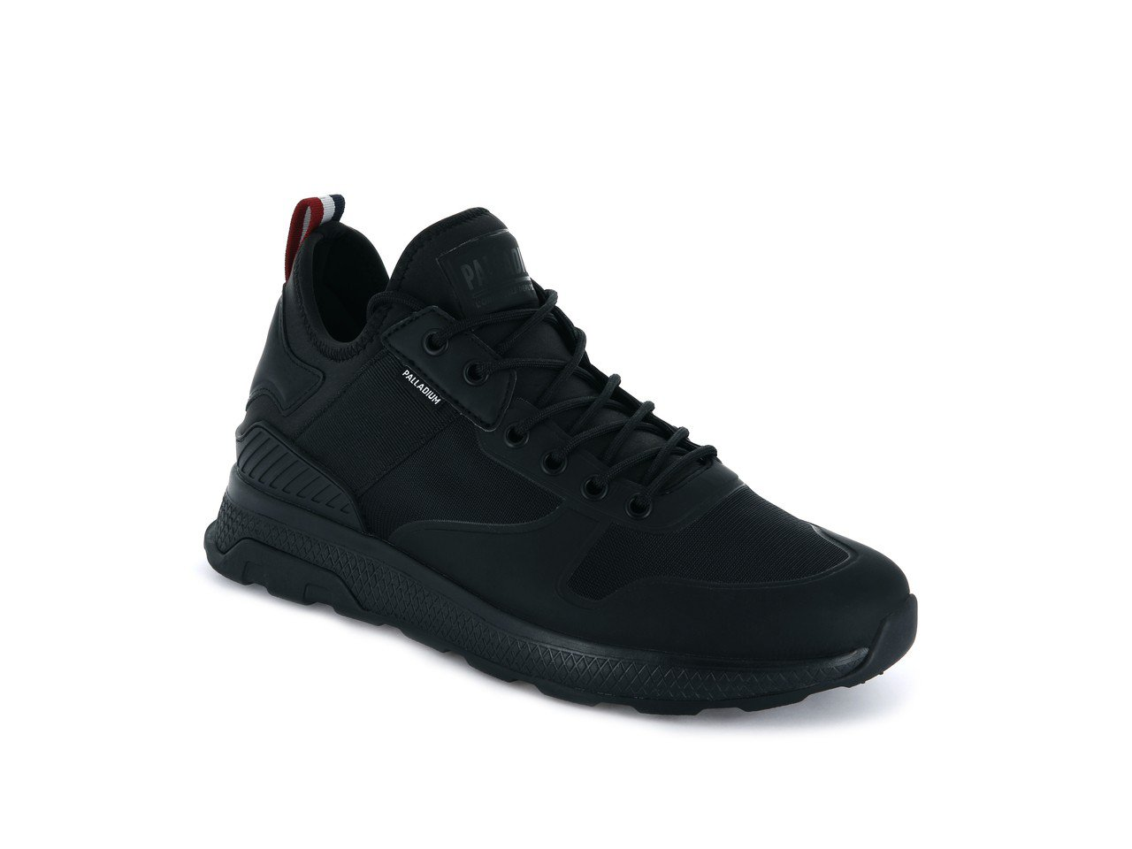 Palladium AX_EON AR Amphibian系列純黑男鞋,約2,...