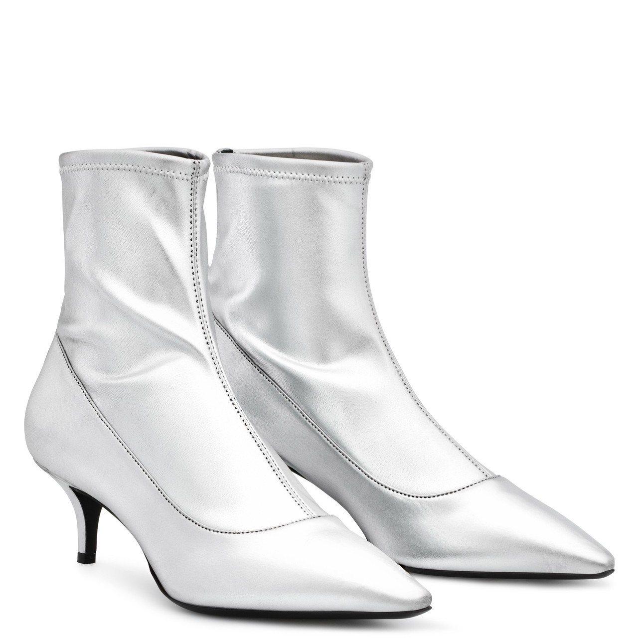 SALOMÈ銀色短靴,約33,000元。圖/Giuseppe Zanotti提供