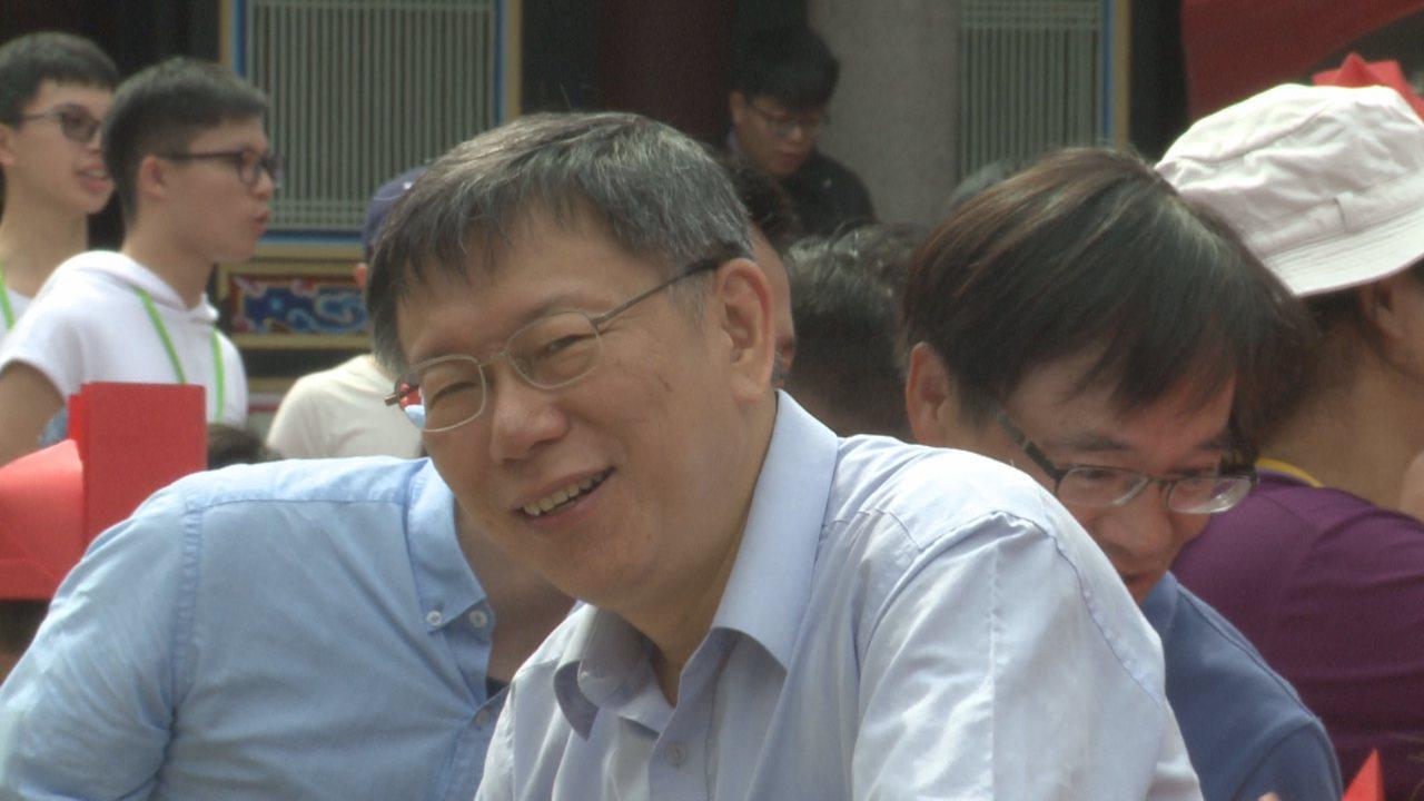 對於中國大陸取消對台灣人的就業審批,柯文哲認為中國大陸目前是想打經濟消耗戰,要用...