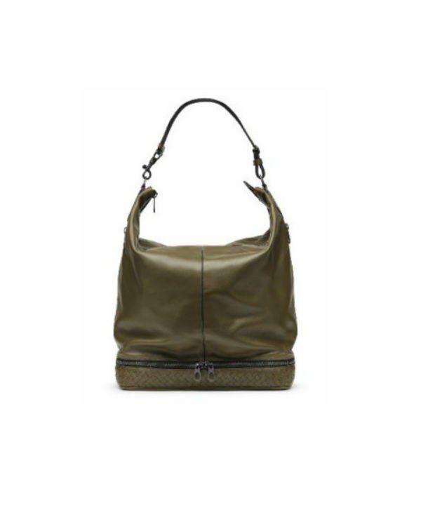 小牛皮單肩包,15萬6,000元。圖/Bottega Veneta提供