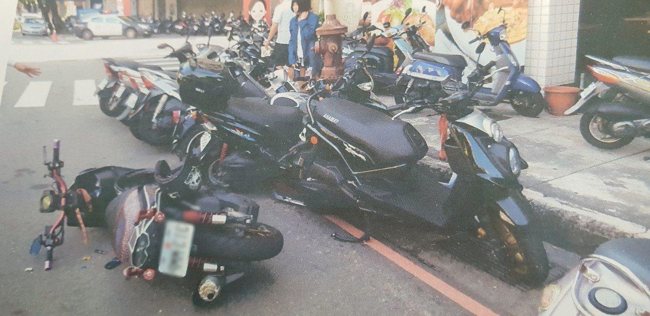 台中警方今天處理車禍,騎士涉嫌酒駕。記者游振昇/翻攝