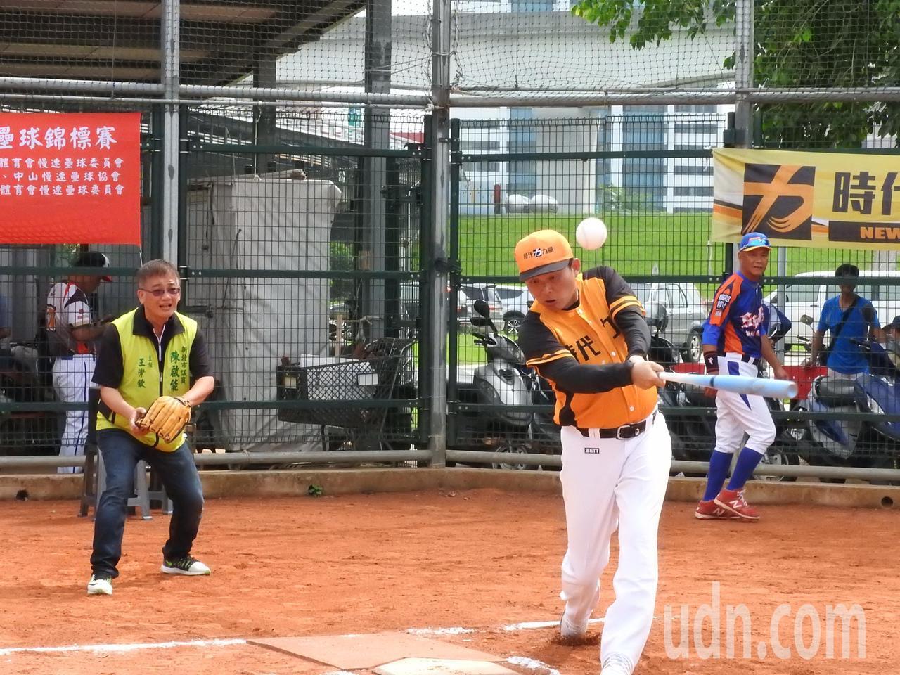 時代力量新北盃慢速壘球錦標賽今天開幕,對藍、綠議員都派隊參賽,時力黨主席黃國昌說...