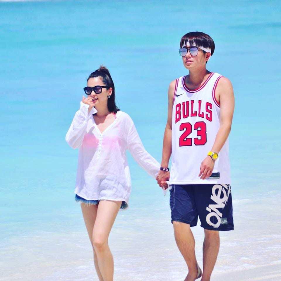 李易和六月在馬爾地夫海灘上散步。圖/三立提供