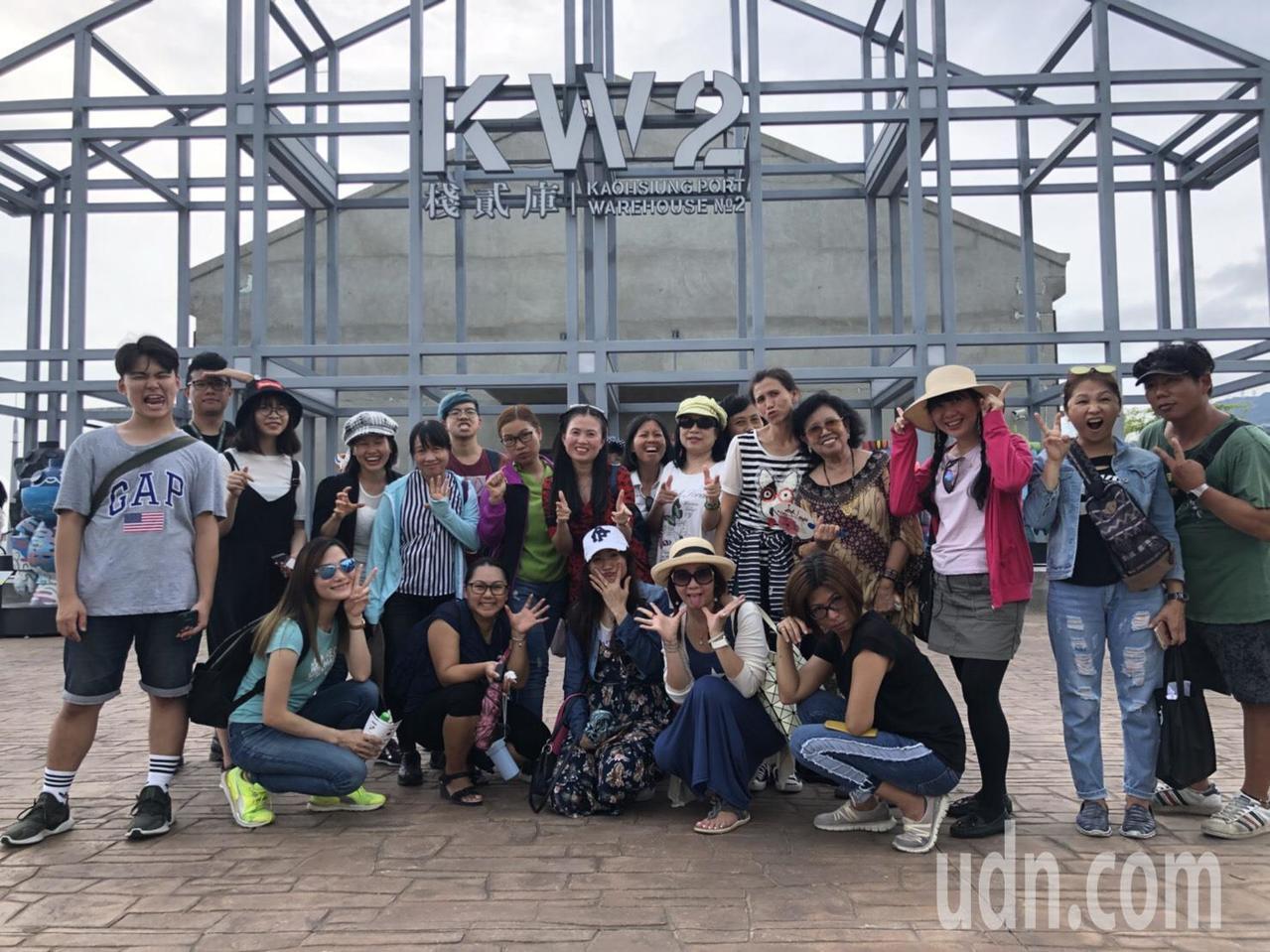 高市府觀光局今天辦新住民導覽培訓課程,吸引越南、泰國、印尼、柬埔寨等國家新住民及...
