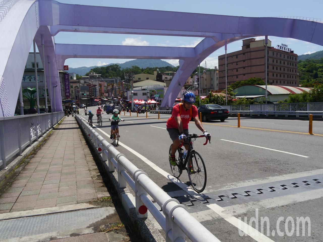 甲仙今年首推單車漫遊,鼓勵遊客騎單車暢遊各地景點。記者徐白櫻/攝影