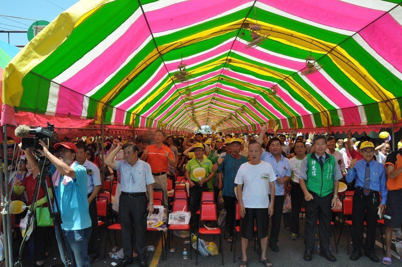 台南市議員陳朝來今成立競選總部,會場湧入大批熱情鄉親相挺。圖╱陳朝來服務處提供