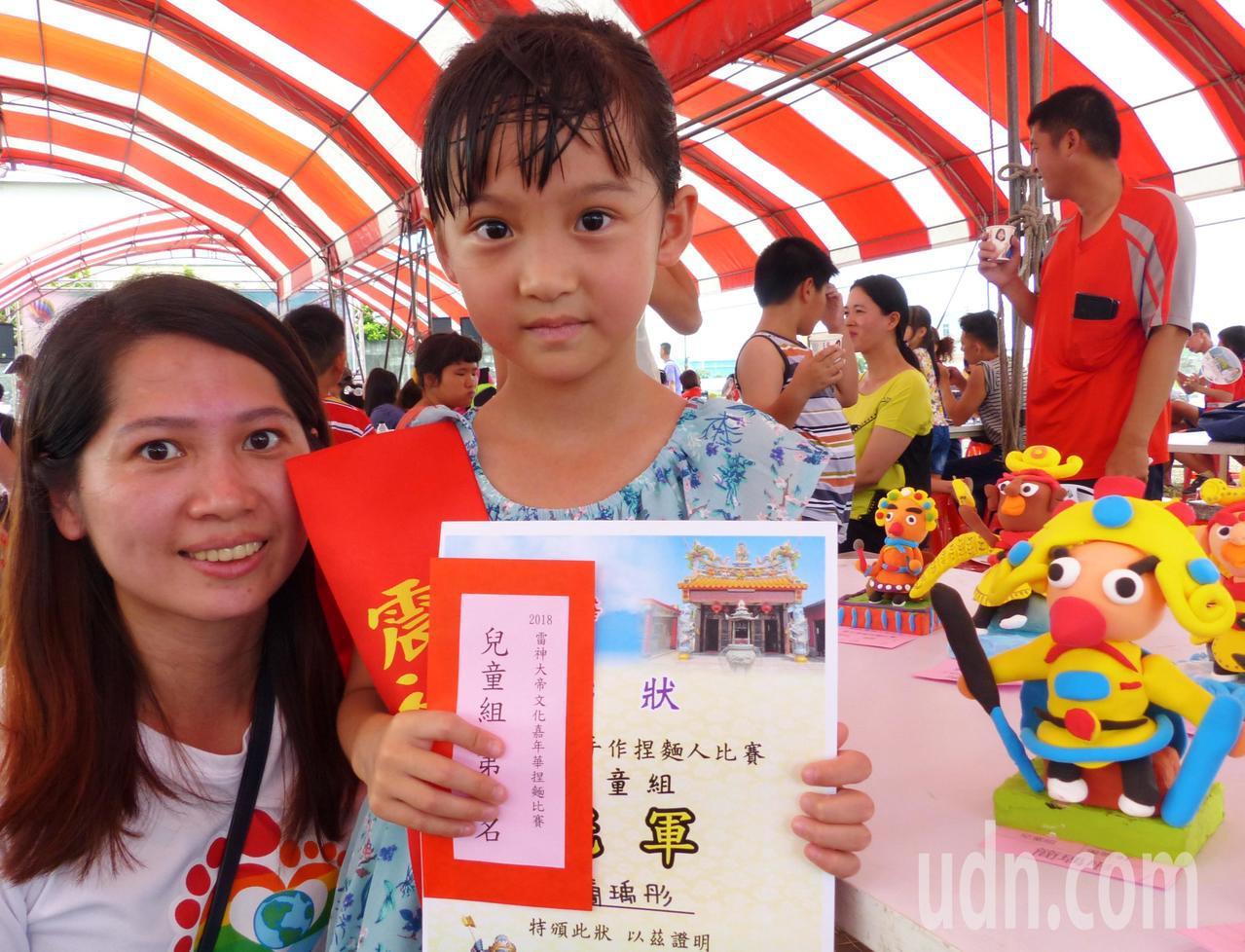 七歲的簡瑀彤捏出的雷神作品光滑、神似度高又可愛,獲得兒童組冠軍。記者凌筠婷/攝影