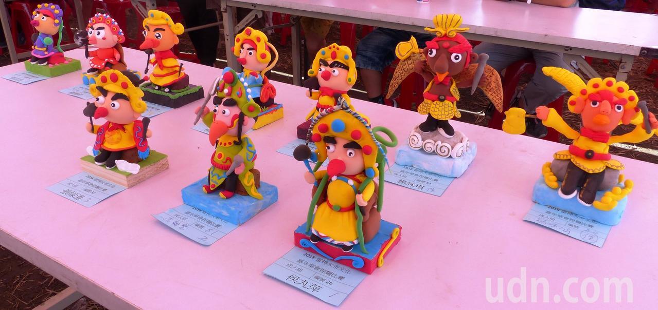 「雷神文化嘉年華」中的捏麵人大賽,成人組雷神作品各有巧思。記者凌筠婷/攝影