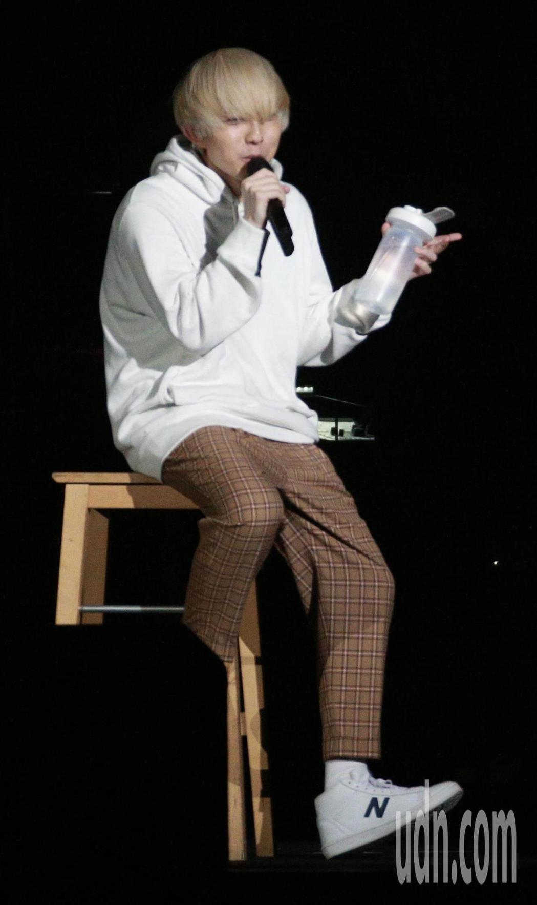 「超犀利趴」第二天,林宥嘉一頭白髮以新人「林小弟」的造型現身。記者林伯東/攝影