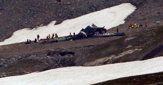 圖為墜機現場畫面。路透