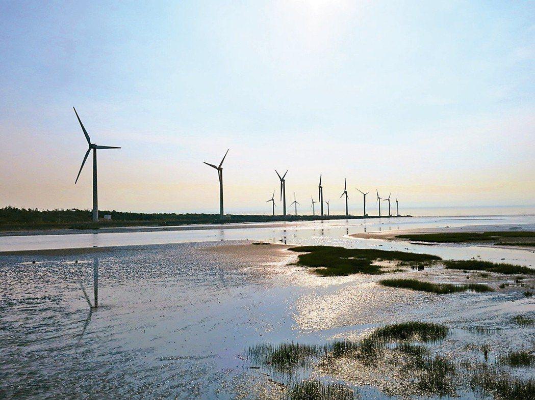 王明鉅發現連兩天,風力發電每50分鐘出現一次猛然發電,一天20多次,風勢如此規律...