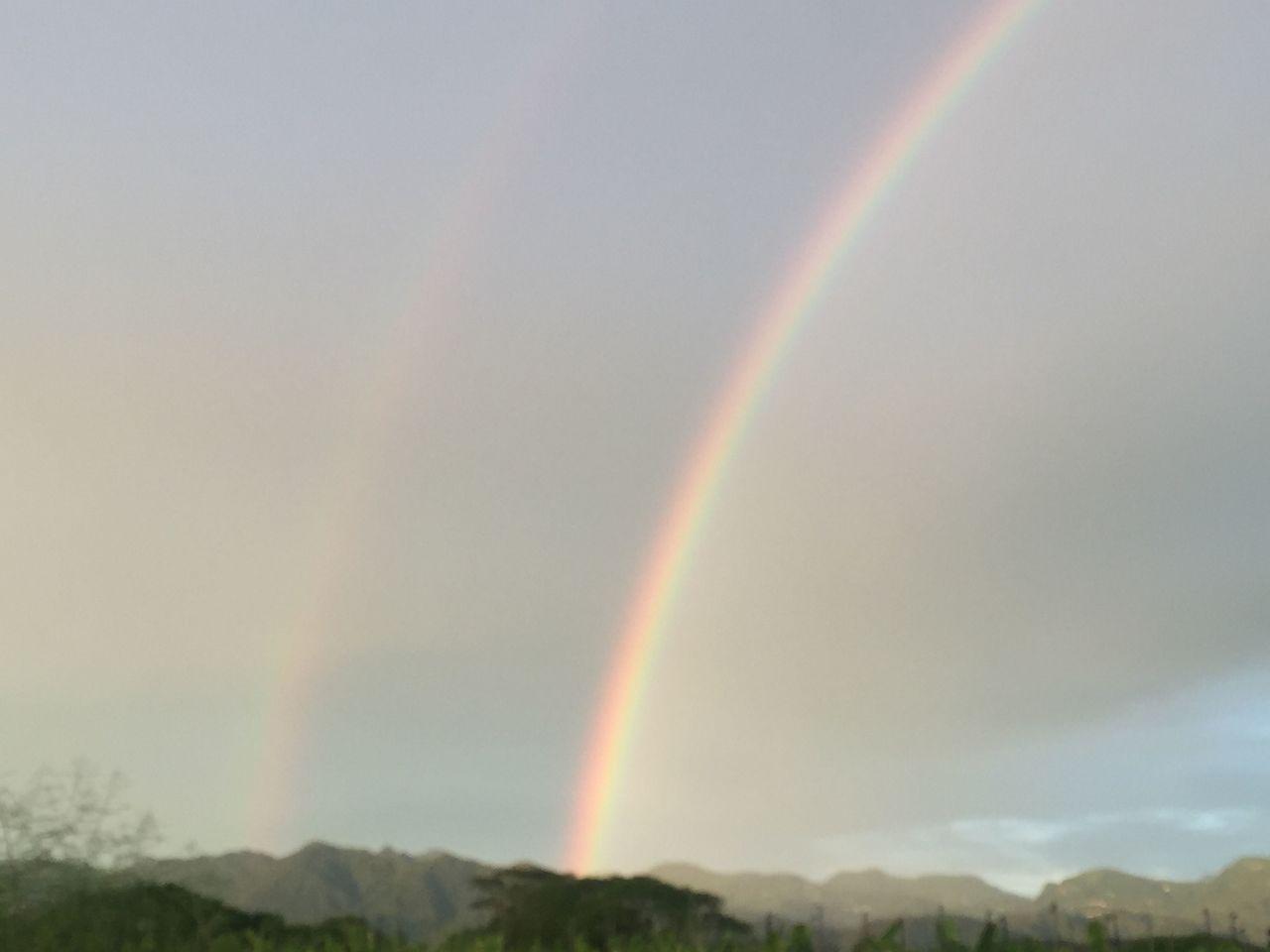 嘉義今天傍晚陣雨過後,中埔鄉山區又出現彩虹高掛天空,而且還出現兩道,遠在數公里外...