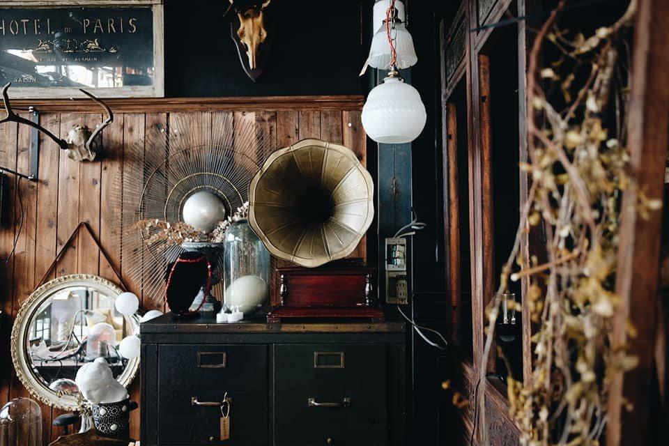 迷人的歐洲老件家具。記者黃仕揚/攝影