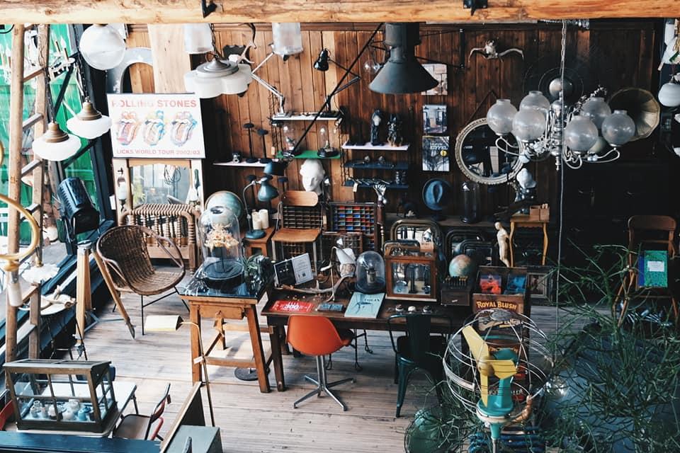 以販售歐洲老件家具為主的56 DECO ,最近開始賣起輕食及飲品。記者黃仕揚/攝...