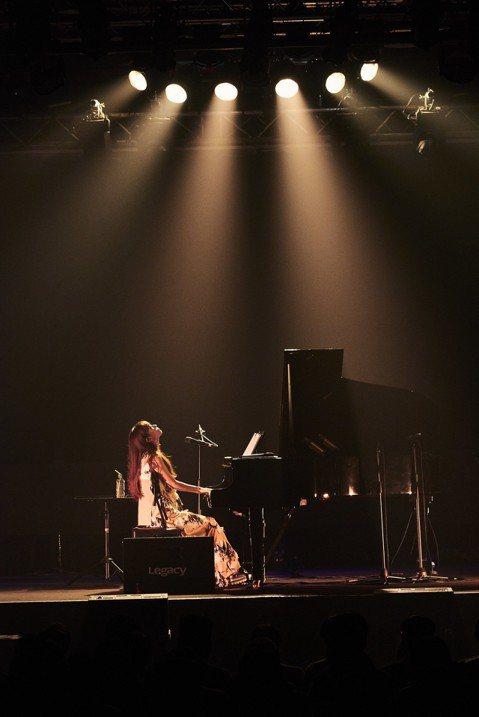 日本創作歌姬大塚愛第四度在台開唱,這是她第三次在台灣的鋼琴自彈自唱演唱會,締造票房完售紀錄,吸引700粉絲捧場。即將迎接出道屆滿15周年的大塚愛舉辦亞洲巡迴「AIO PIANO at ASIA」...
