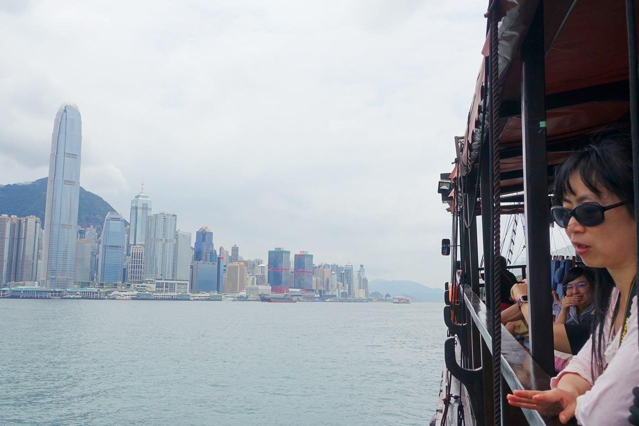 乘著大張保號遊覽維多利亞港。記者沈佩臻/攝影