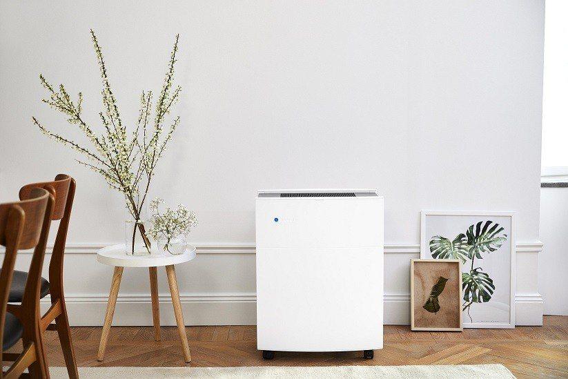 Blueair經典i系列空氣清淨機除了使用漸進式過濾技術層層過濾髒空氣,更具備遠...