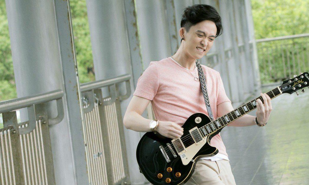 邱鋒澤感謝家人力挺他追尋音樂夢。圖/華視提供