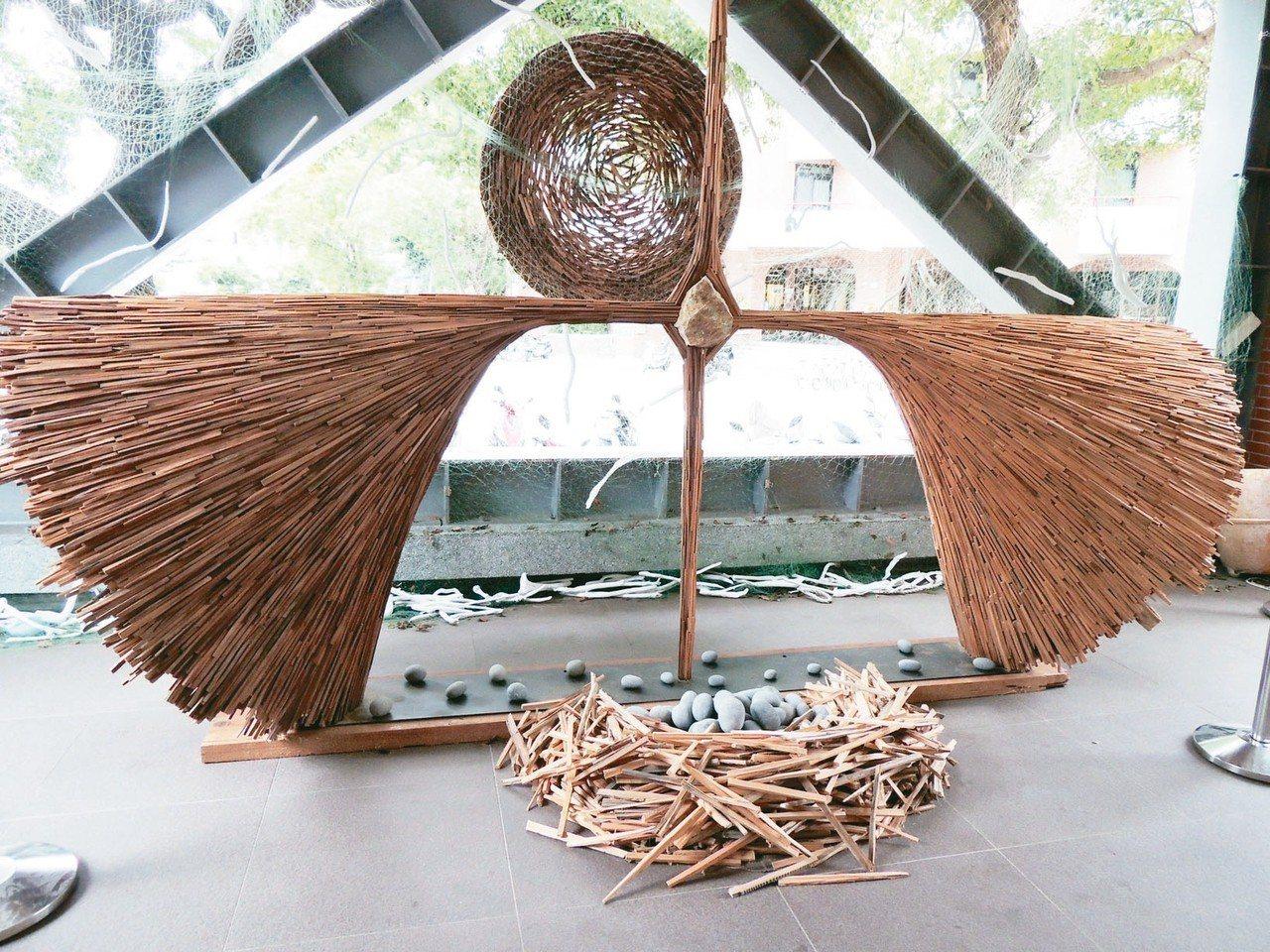 即將在8月10日登場的台東設計展,阿美族藝術工作者伊祐噶照作品,表達對山林、海洋...
