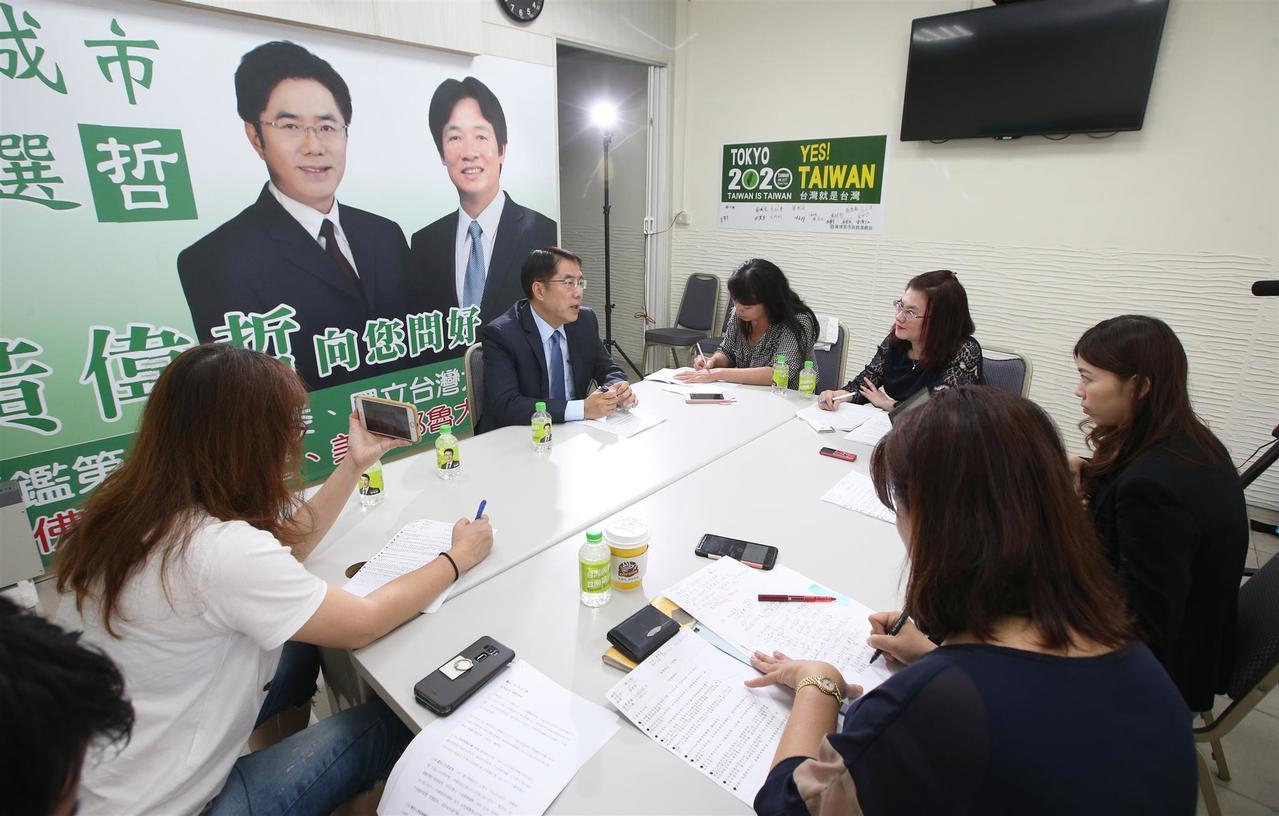民進黨台南市長參選人黃偉哲,接受聯合新聞網快問快答單元挑戰。記者劉學聖/攝影