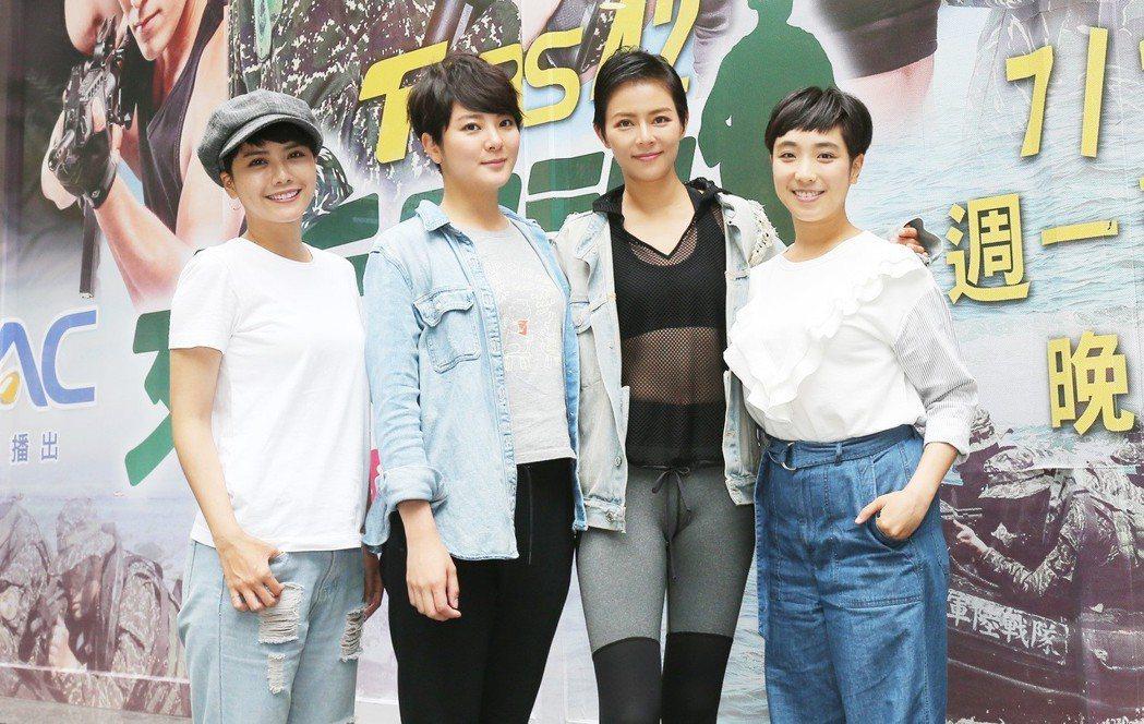 「女兵日記」專訪,方語昕(左起)、楊雅筑、劉香慈、梁舒涵。記者許正宏/攝影