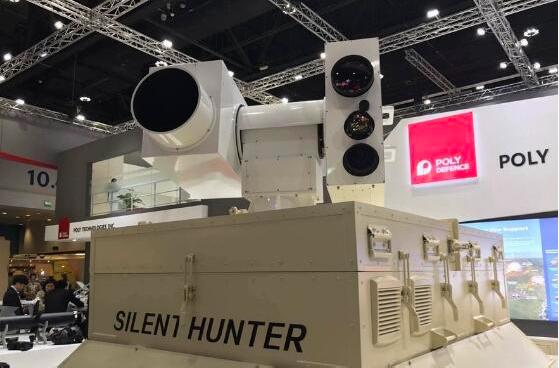 一家中國防務公司公開展出了「寂靜狩獵者」雷射反無人機戰車。 圖/取自香港文匯網