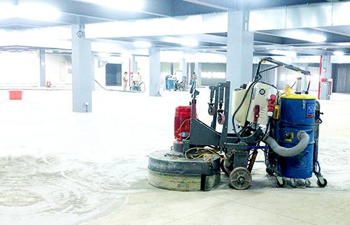 固化地坪工法。固化地坪具有〝一劑絕塵,堅固永恆〞之特性。 圖/磨石通公司提供。