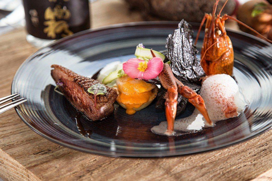 T.R Kitchen特選台灣由北到南上乘的天然食材,配合二十四節氣與台灣在地清...