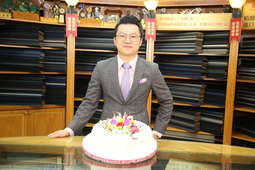 紳裝西服第二代也是世界金牌得主李至誠 毛洪霖/攝影