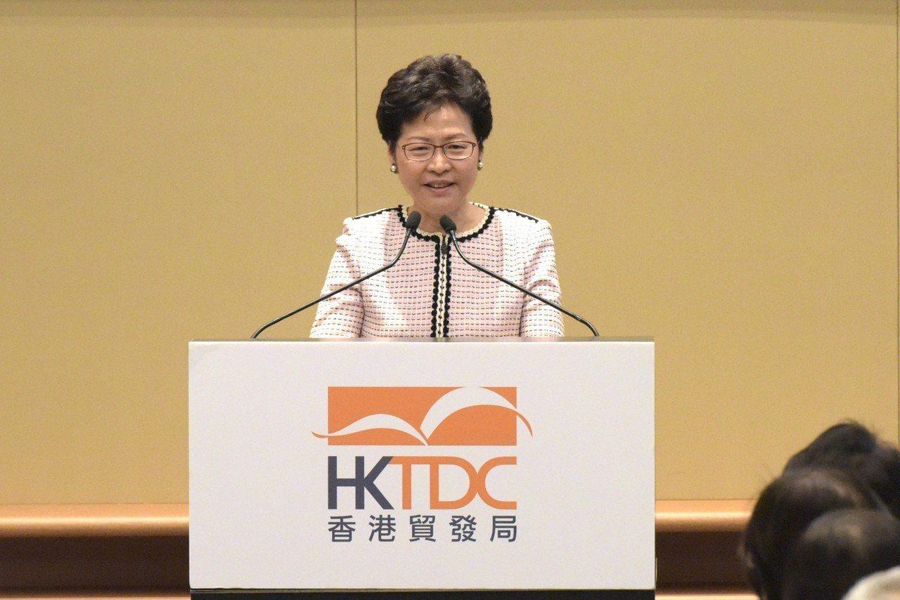 FCC邀陳浩天演講林鄭表示完全不適合。 香港中國通訊社