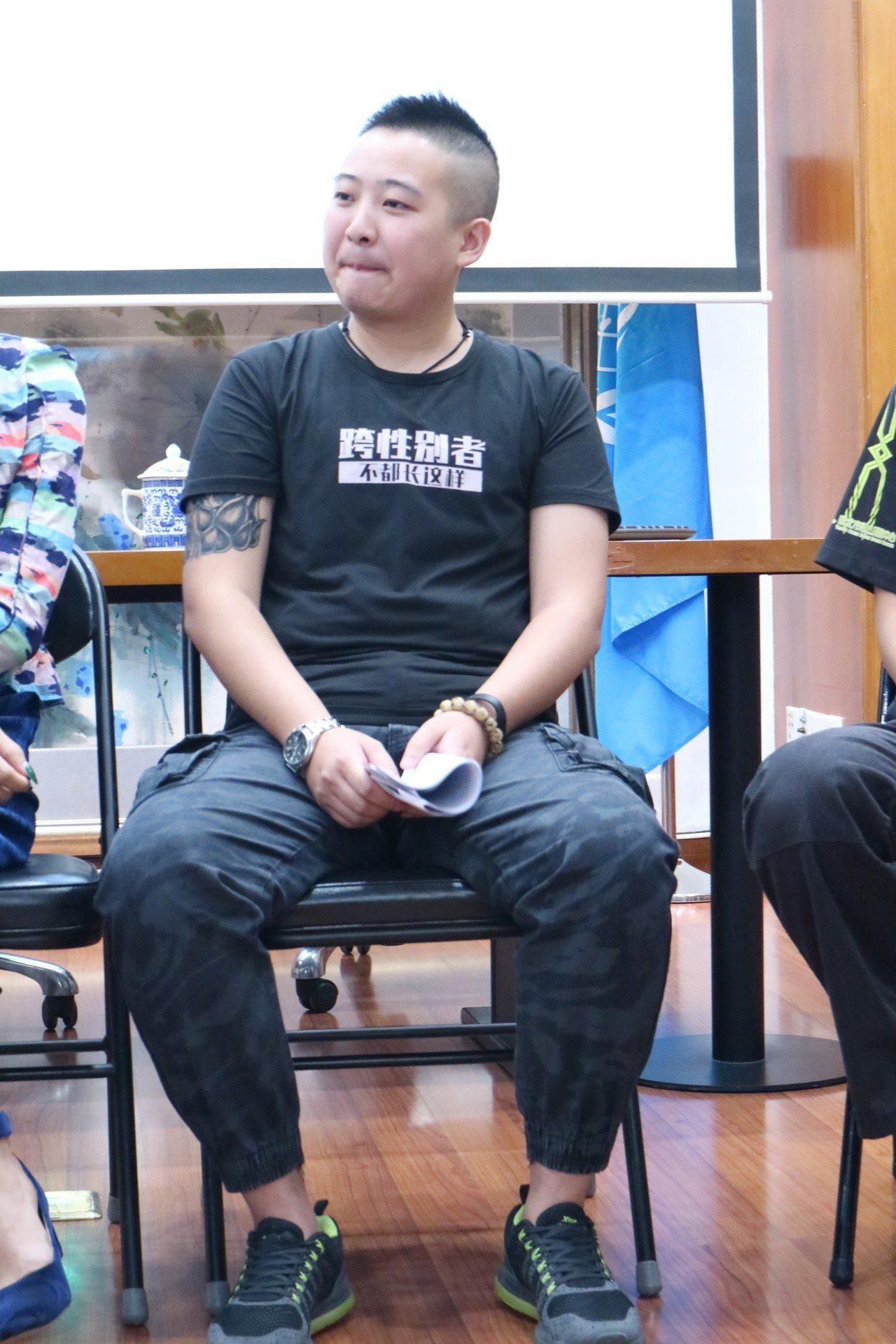 中國首宗跨性別人士就業歧視案當事人C先生6日現身說法,表示自己仍遭受就業歧視。 ...