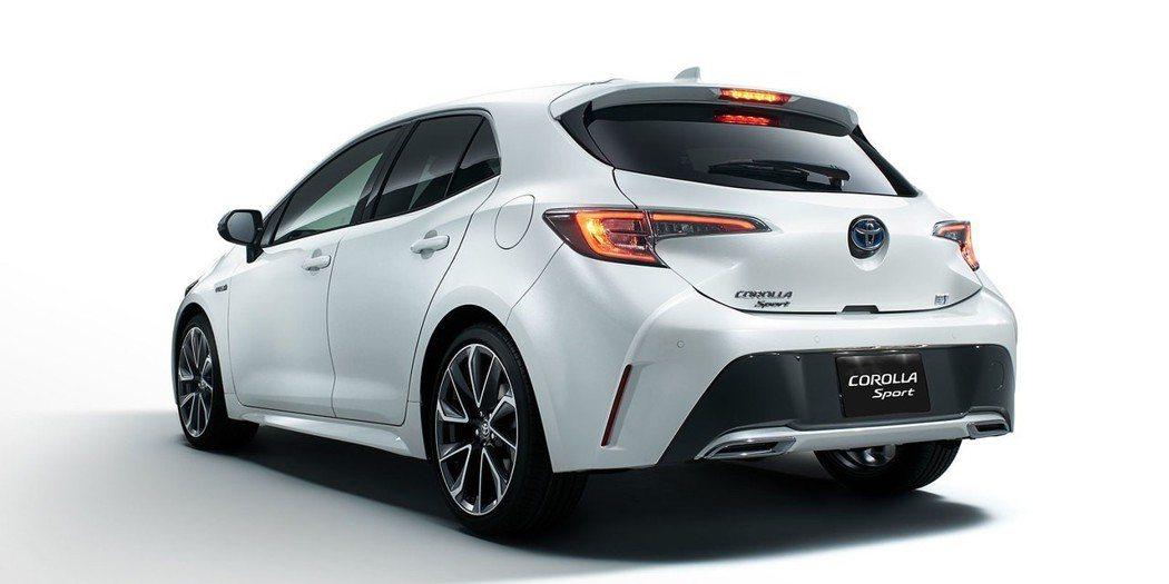 原本就極具運動化的Corolla Sport,配上手排變速箱更富操控感。 摘自Toyota
