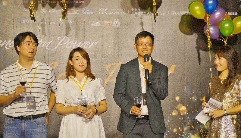 右二:新一代企業家聯誼會會長。 徐谷楨/攝影