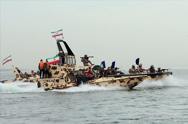 伊朗革命衛隊5日證實上週在波灣區域舉行海軍演習,被認為是對美國的經濟制裁做出回應...