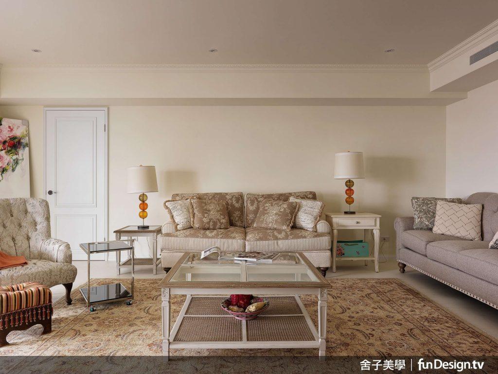 所有家具配件皆由屋主親自挑選,善用空間巧思選擇風格各異的家具,混搭獨特的居家美感...