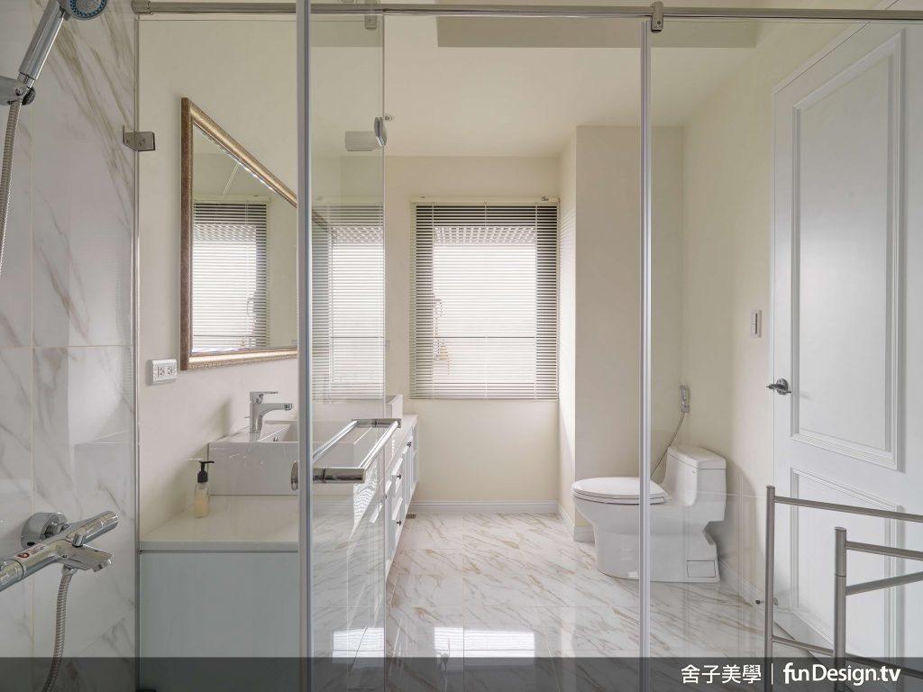 浴室的乾燥空間選擇使用油漆,保持美式優雅風格。圖/ 舍子美學 提供。