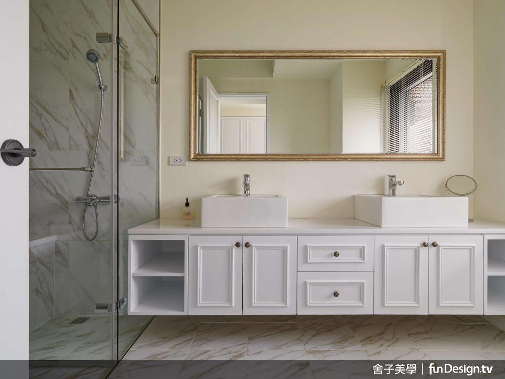 浴室突破傳統裝修概念,不用磁磚貼滿全室。圖/ 舍子美學 提供。