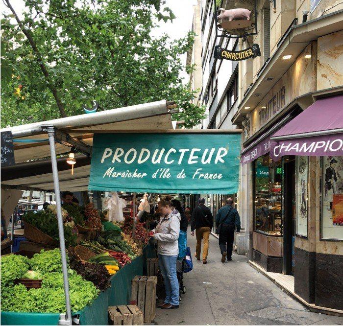 巴黎街頭的傳統菜市場