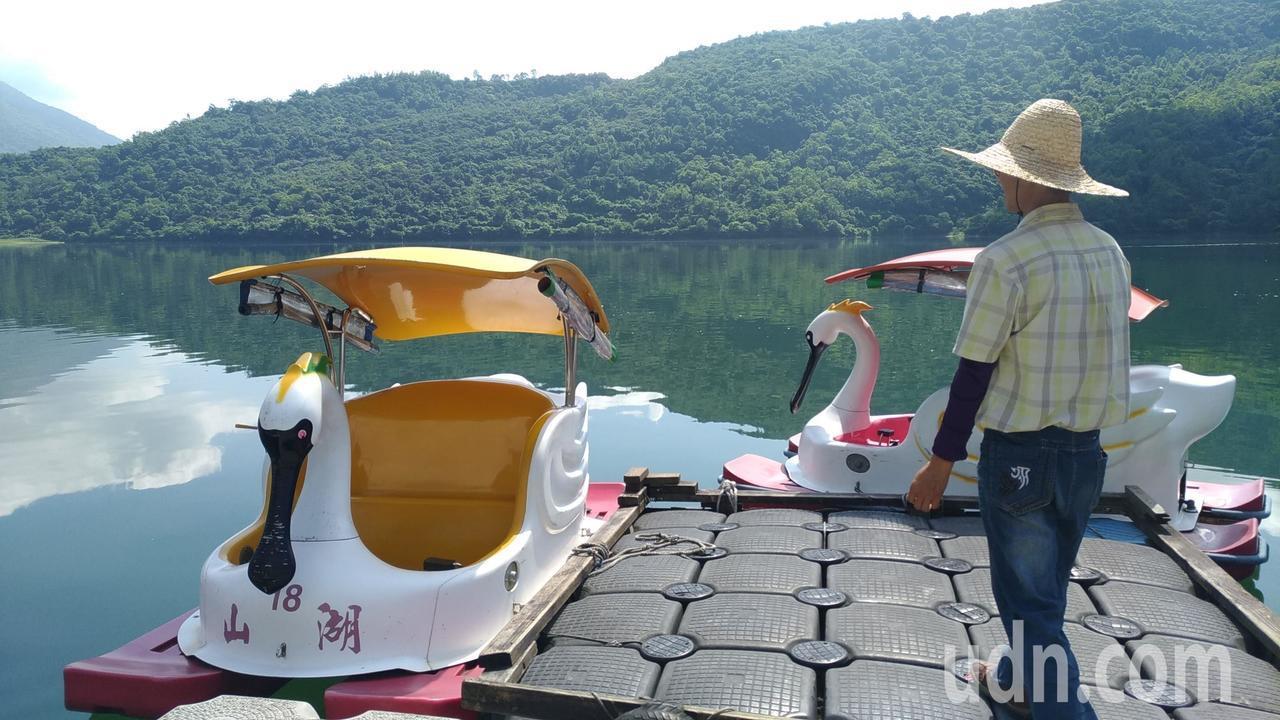 黑面琵鷺版的天鵝船。記者楊德宜/攝影
