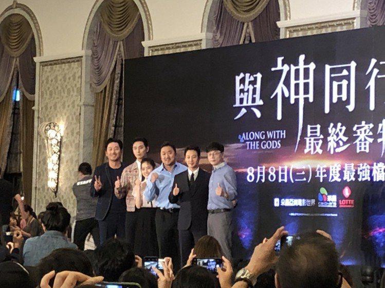 「與神同行:最終審判」群星來台宣傳出席記者會,左起為河正宇、朱智勛、金香起、馬東...