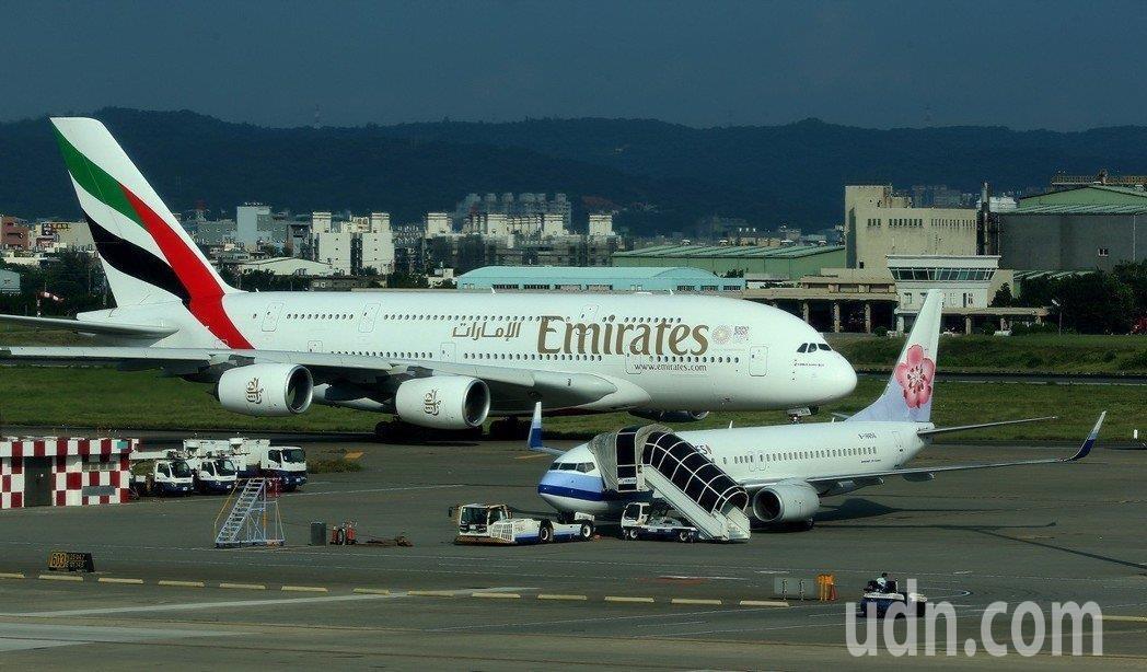 王姓旅客不滿阿聯酋航空在3年前超賣機位,導致杜拜返台的商務艙降為經濟艙,向法院提...