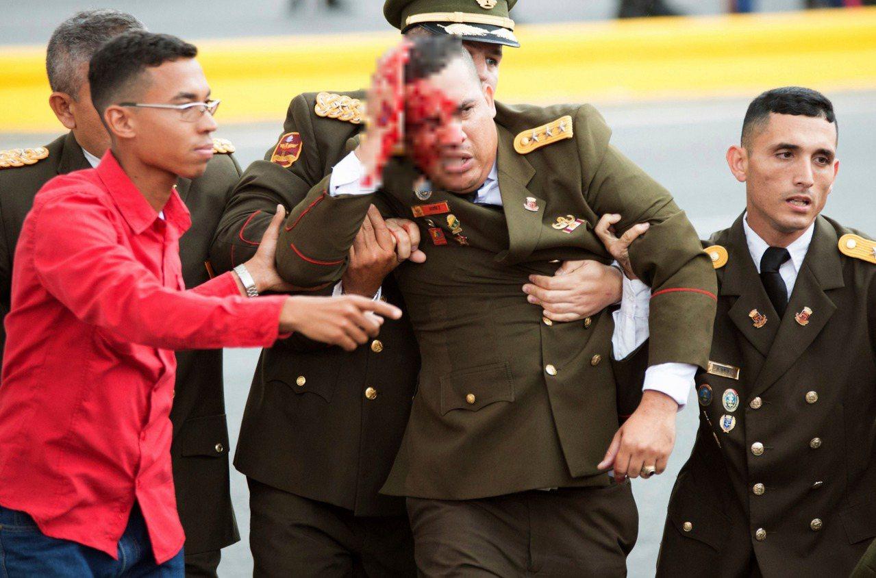 委內瑞拉總統馬杜洛4日演說期間,發生疑似無人機炸彈攻擊,馬杜洛與官員無恙,但有7...