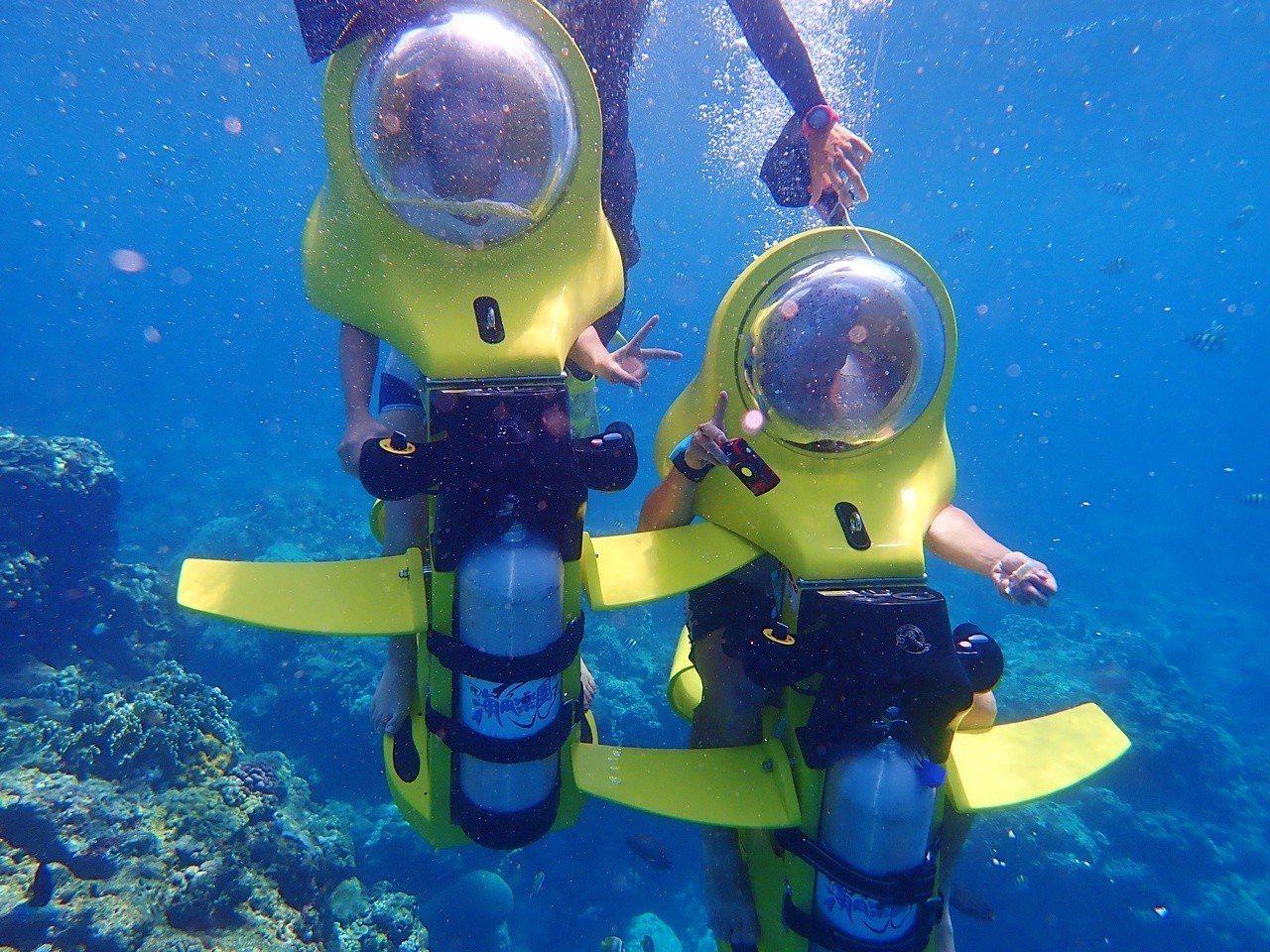潛水滑板車讓旱鴨子也能輕鬆下水體驗海洋世界的美麗。圖/海角樂園水中活動中心提供