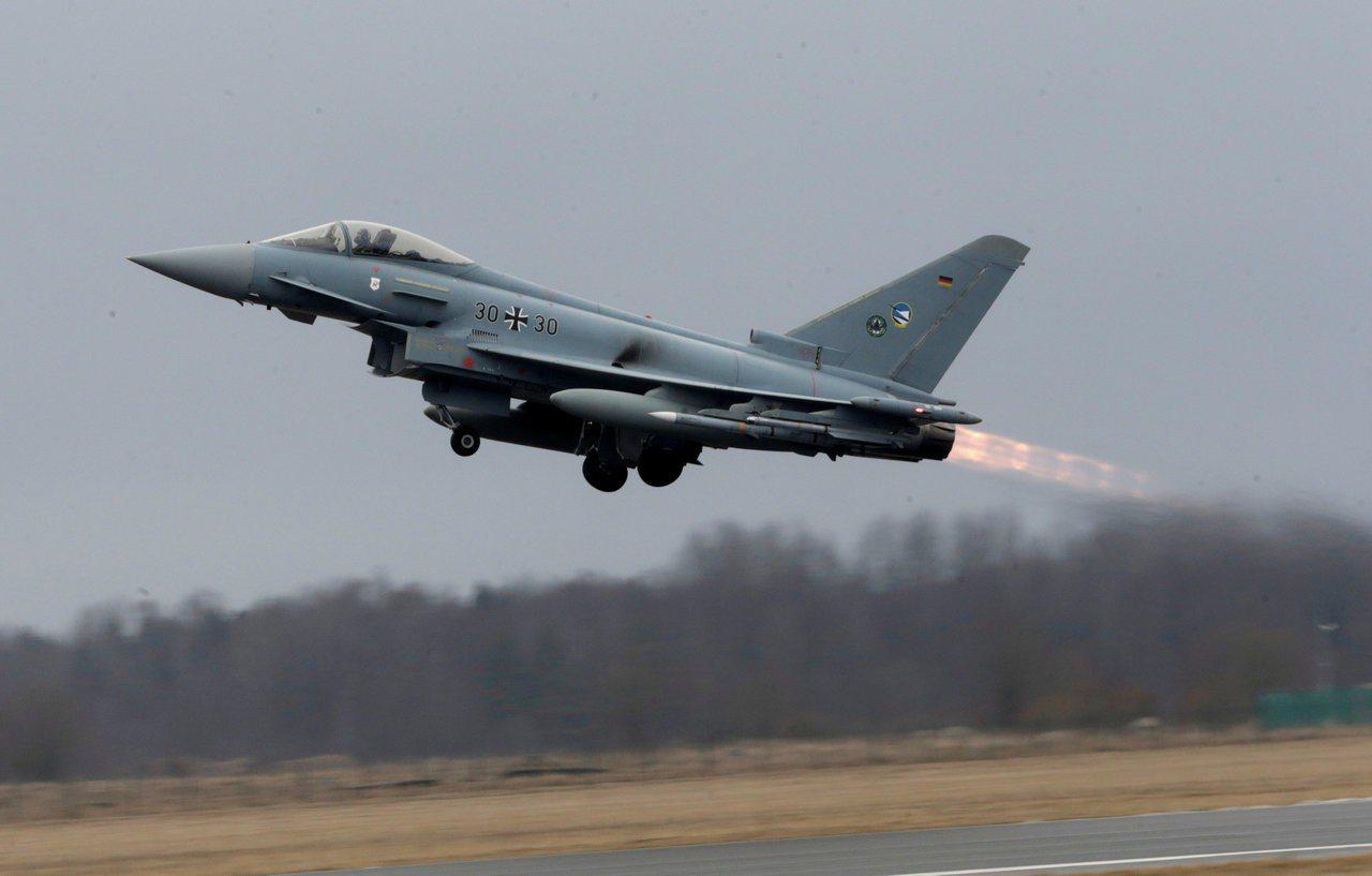 德國聯邦航空辦公室統計,10年來德國境內共發生408次飛機墜落零件事件,其中軍機...