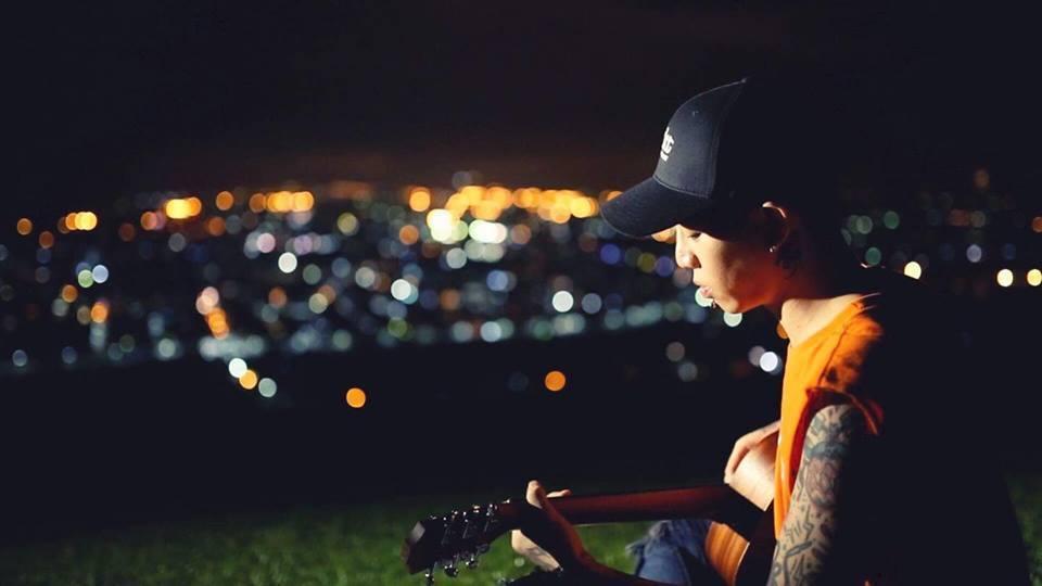 創作歌手謝和弦去年7月曾曾返回家鄉埔里拍攝《光害》、《柳樹下》等MV。圖/赤兔馬
