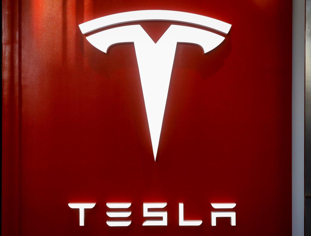 穆斯克5日在推特上表示,該車廠正在「打造能塞進一名成人的迷你車」。(路透)