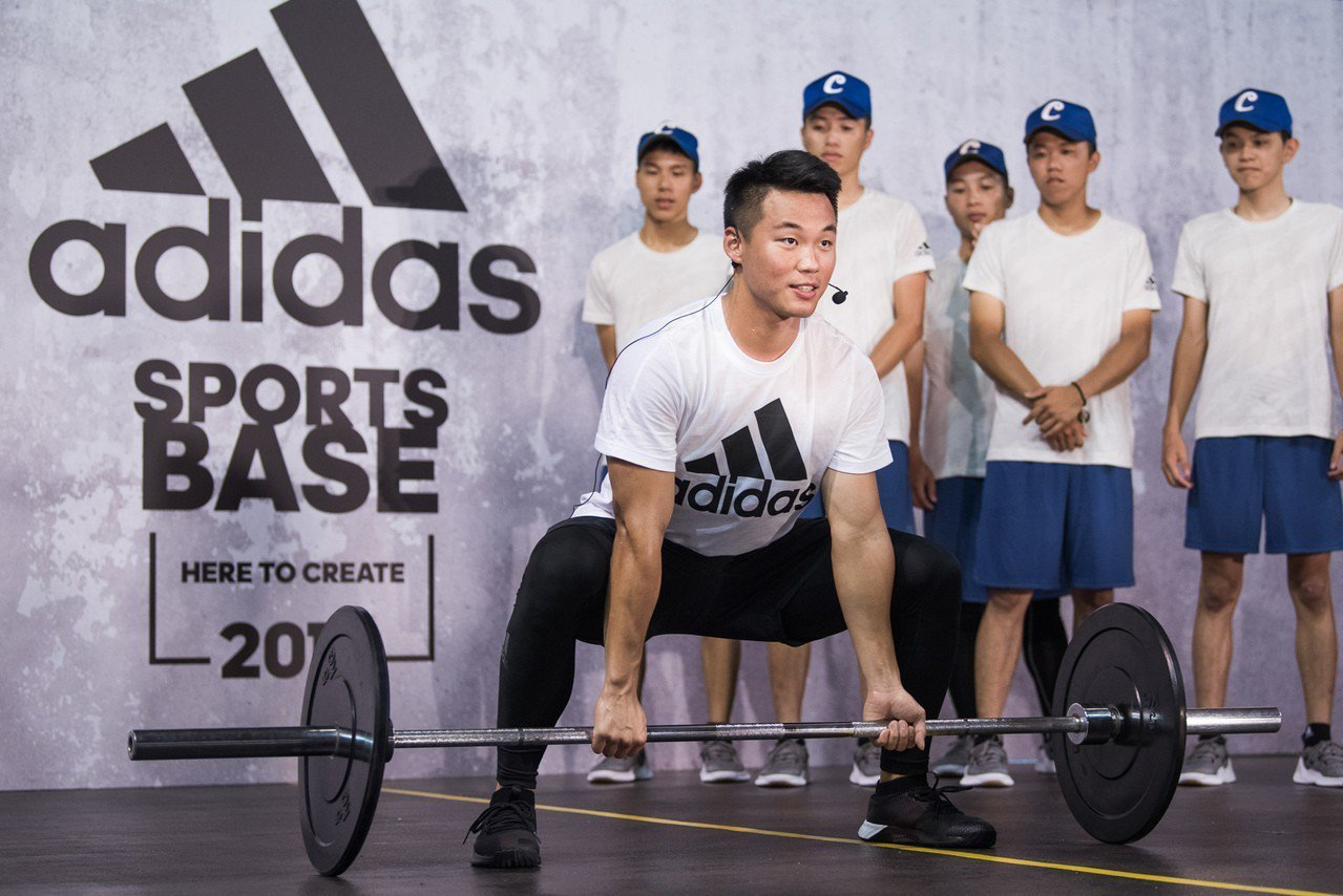 王柏融分享自己特別加強核心肌群的訓練強度,藉此提升打擊的穩定性與爆發力。圖/ad...