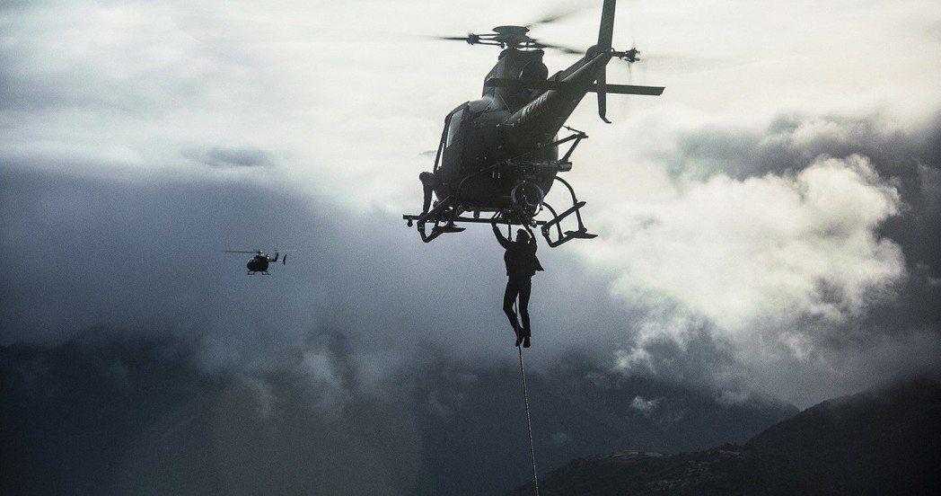 湯姆克魯斯在片中再度挑戰超高困難度拍攝畫面。圖/UIP提供
