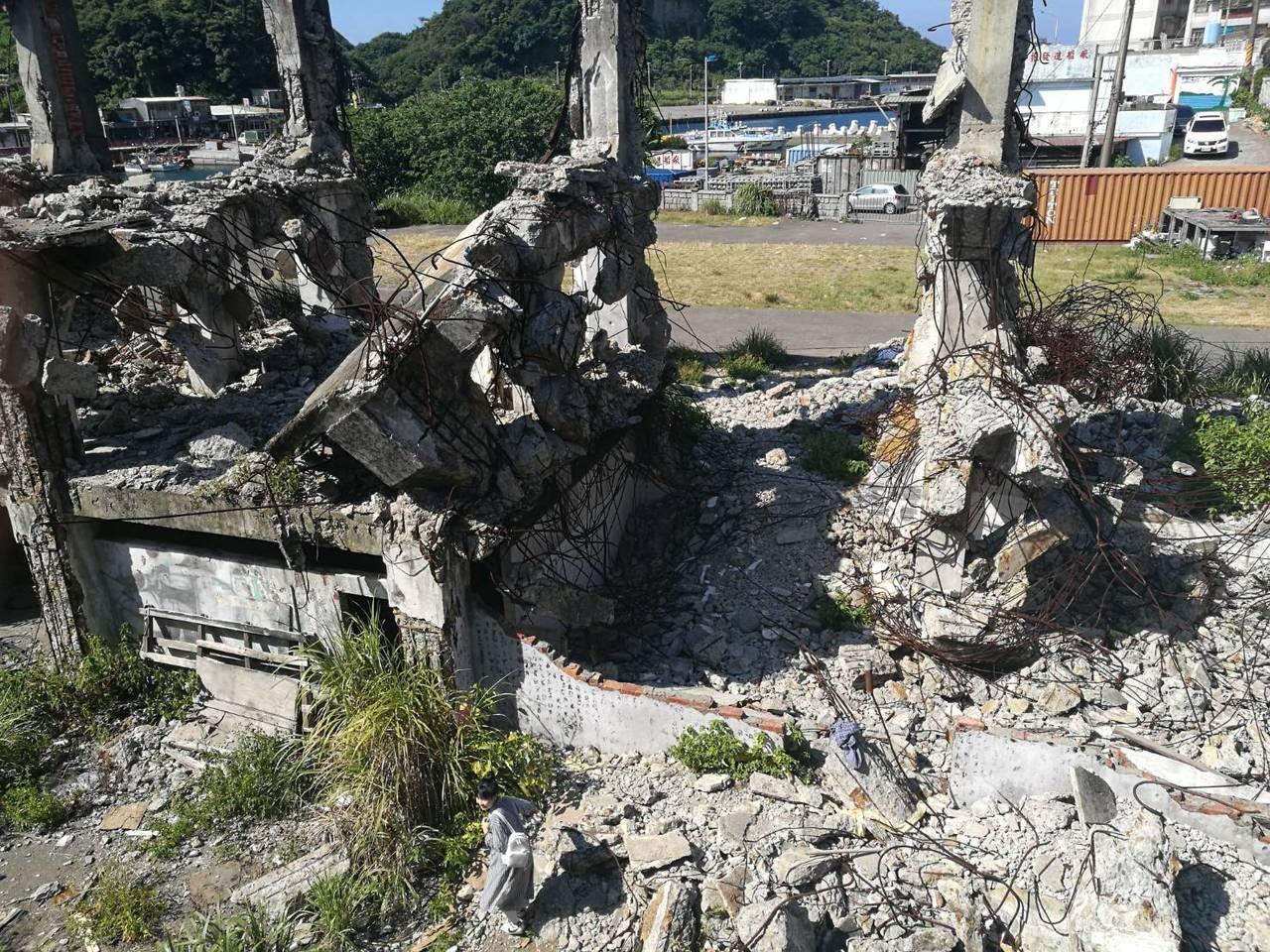 白姓男子從兩層樓高處墜落,所幸無大礙,卻也讓阿根納造船廠安全問題再度浮上檯面。記...