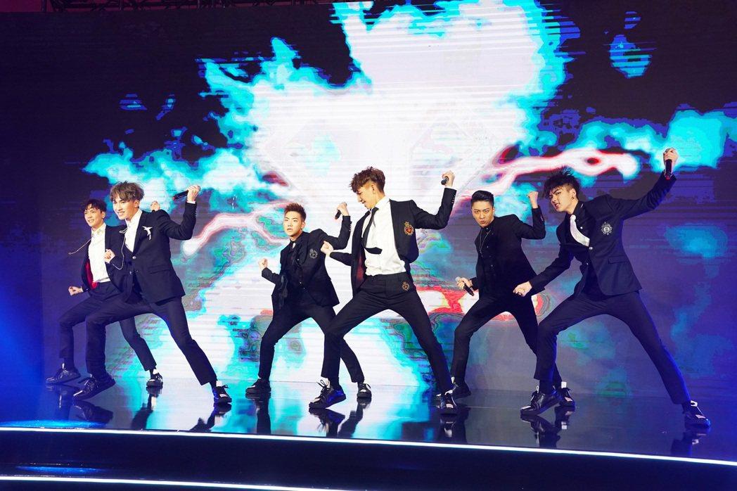 C.T.O帶來精彩的唱跳演出。圖/環球提供